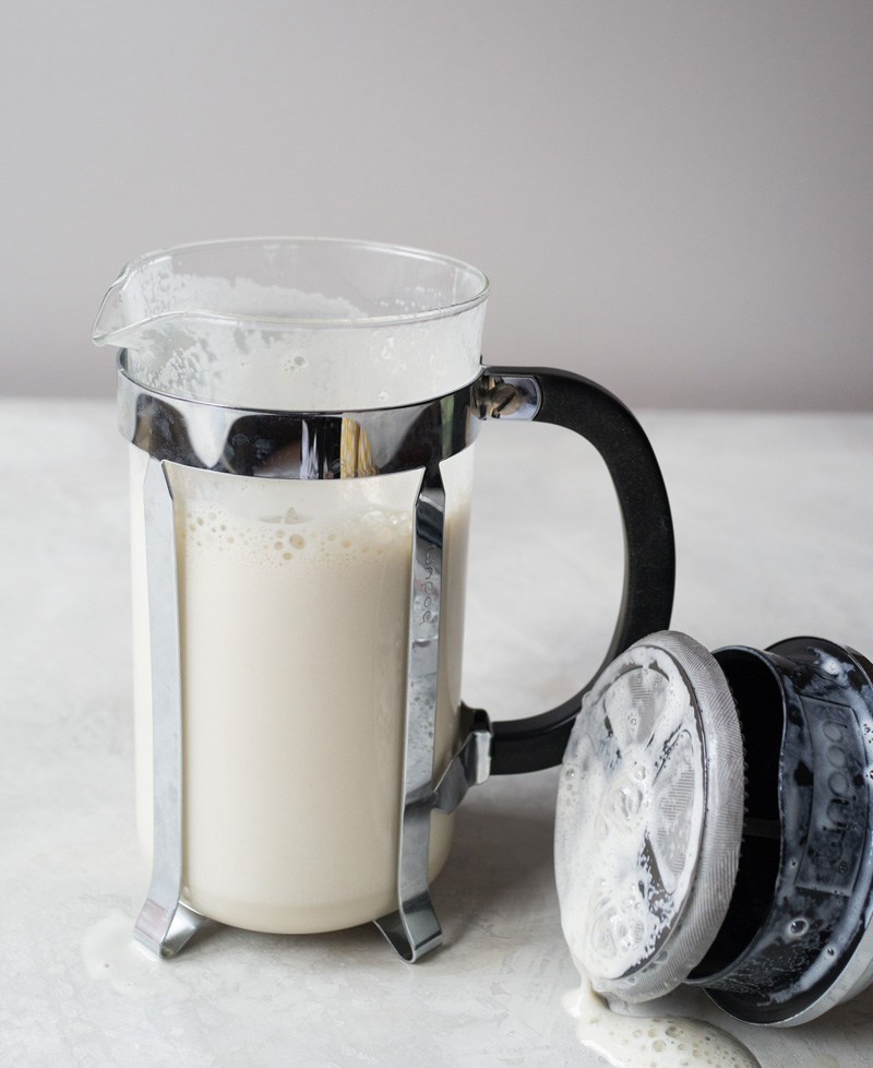 درست کردن فوم شیر با فرنچ پرس